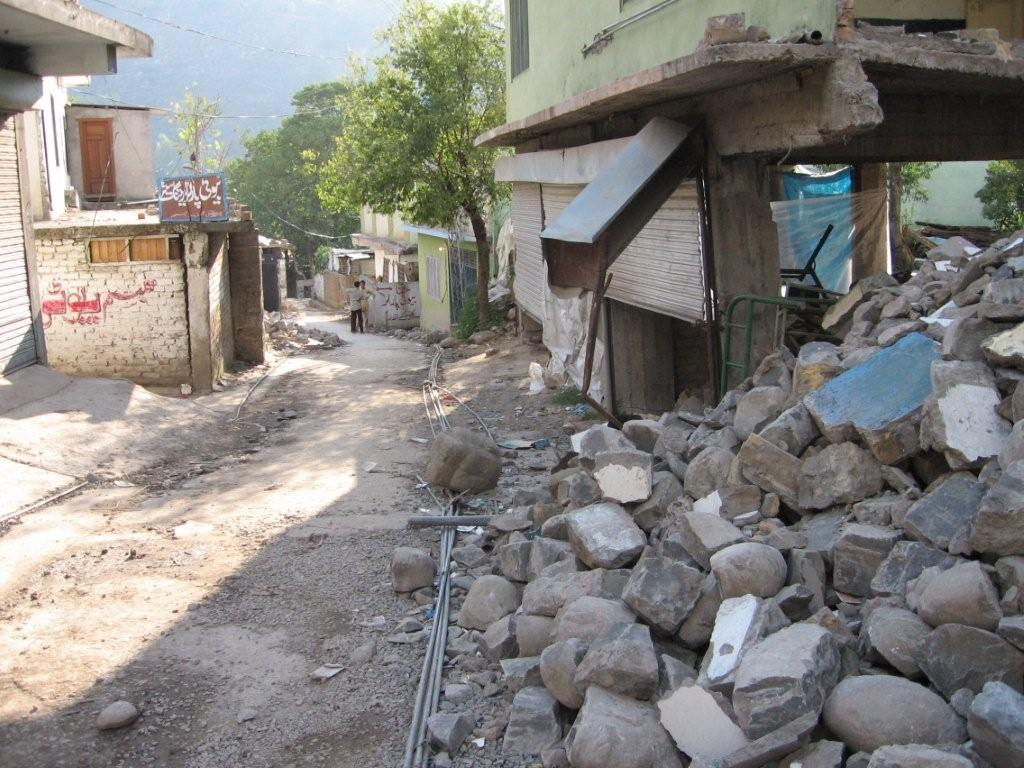 Destroyed buildings, Muzafferabad, Nov 2005 (Simon Roughneen)