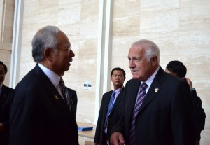 Malaysia's PM Najib Razak chats with Czech President Vaclav Klaus in Vientiane in 2012 (Photo: Simon Roughneen)