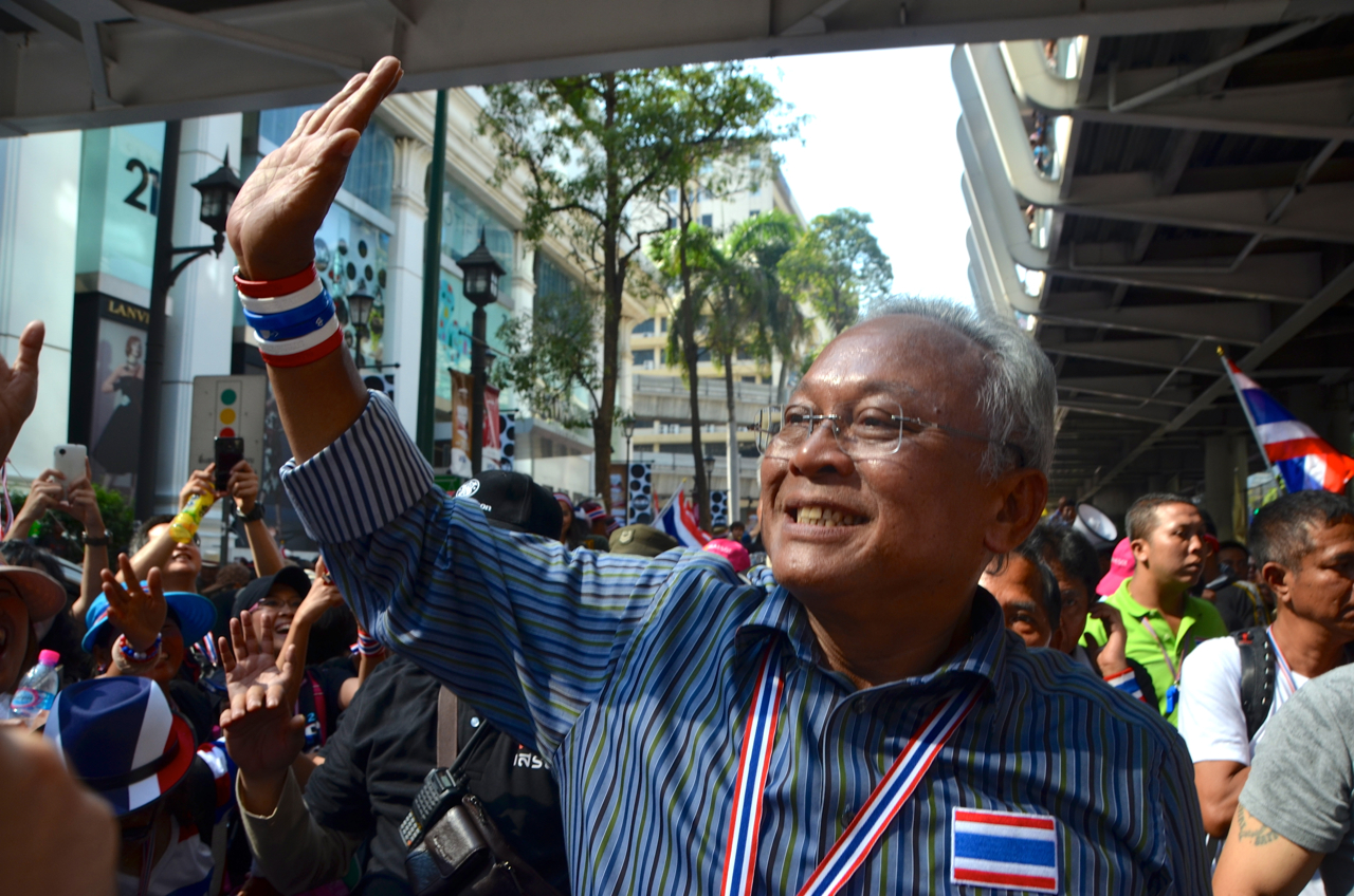 Thailand's anti-government protest leader Suthep Thaugsuban greets supporters near Bangkok's central Ratchaprasong intersection on Jan.13 2014 (Photo: Simon Roughneen)