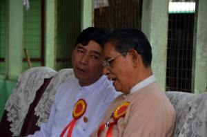 Former student leader Min Ko Naing (in white) and Tin Oo, a senior NLD member, chat before constitutional reform rally in Yangon on May 17 2014 (Photo: Simon Roughneen)