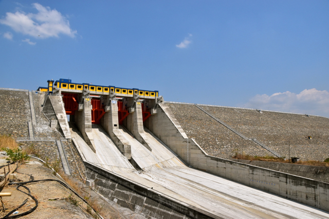 Closer to the top of the Jatigede dam (Photo: Simon Roughneen)