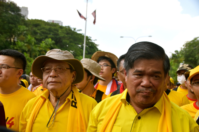 Opposition politicians Limt Kit Siang and Mat Sabu lead march from Malaysia's national mosque to Independence Sq. in Kuala Lumpur (Photo: Simon Roughneen)