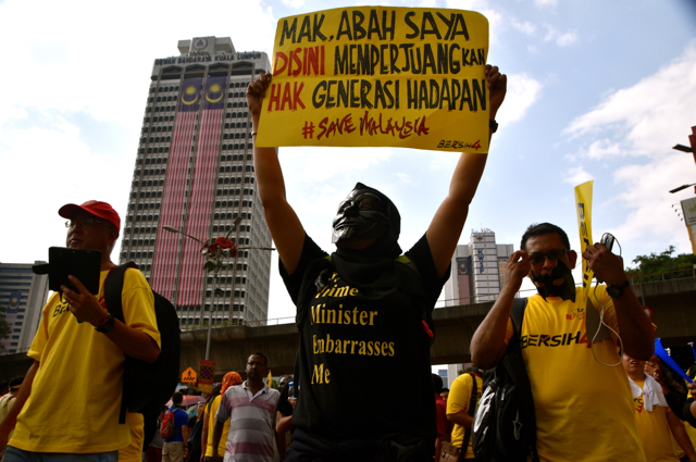 Protestor wearing tshirt criticising Malaysia's PM (Photo: Simon Roughneen)