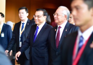 Chinese Premier Li Keqiang and Malaysian Prime Minister Najib Razak heading for the signing ceremony of the ASEAN community on Nov. 22 2015 (Photo: Simon Roughneen)