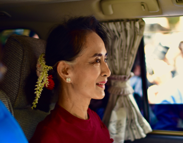Aung San Suu Kyi arrives at polling station in Bahan, Yangon (Photo: Simon Roughneen)