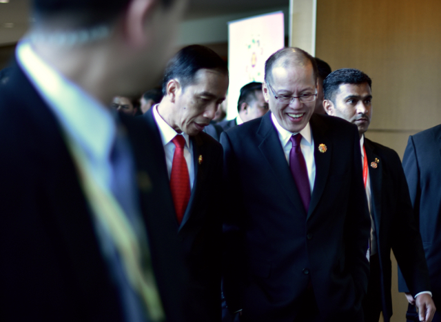 Benigno Aquino and Joko Widodo, the Indonesian President, chat at the ASEAN summit in Kuala Lumpur on Nov  21 (Photo: Simon Roughneen)