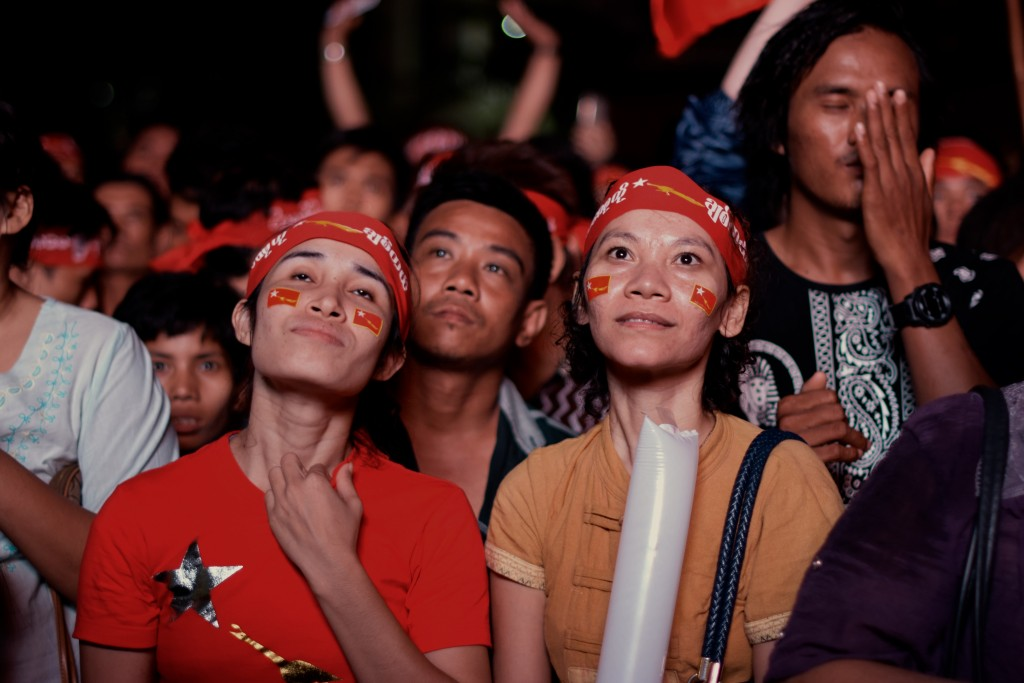 NLD supporters look on as election results are read out at party HQ on Nov 9 (Photo: Simon Roughneen)