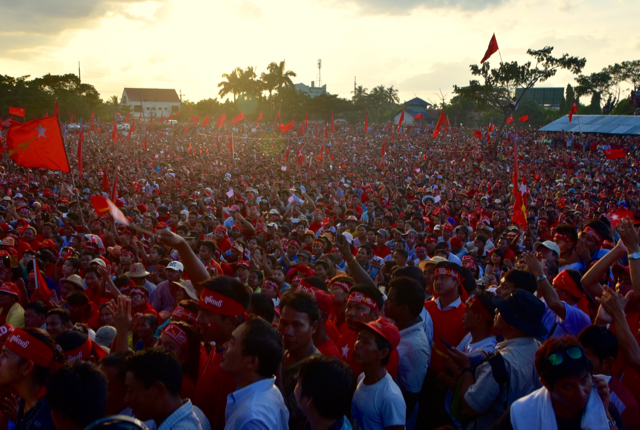 Section of the estimated 100,000 people listening to Aung San Suu Kyi's final election campaign speech on Nov. 1 (Photo: Simon Roughneen)