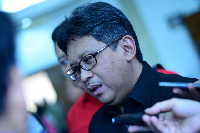 Hasto Kristiyanto of the Indonesian Democratic Party of Struggle speaking at the national election commission on Dec. 6 2015 (Photo: Simon Roughneen)