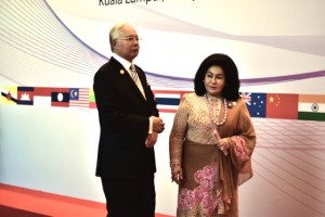 Malaysia Prime Minister Najib Razak and wife Rosmah Mansor awaiting ASEAN heads of government at the ASEAN and related summits in Kuala Lumpur on Nov. 22 2015 (Photo: Simon Roughneen)