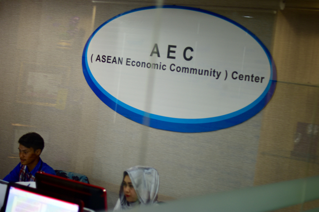 At work inside the Indonesian trade ministry's AEC information center (Photo: Simon Roughneen)