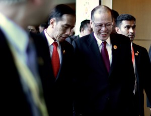 President Aquino shares a joke with Indonesian counterpart Joko Widodo in Kuala Lumpur, where both leaders attended a series of regional summits held Nov. 21-22 2015 (Photo: Simon Roughneen)