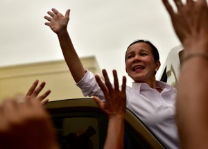 Grace Poe greets supporters at Bacoor on March 17 (Photo: Simon Roughneen)