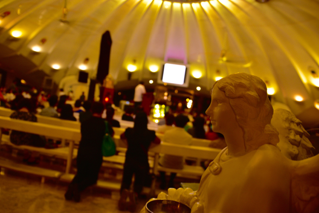Inside the Catholic church at Manila's Greenbelt mall complex (Photo: Simon Roughneen)