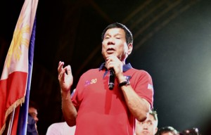 Rodrigo Duterte speaking during an election rally at Rizal Park, Manila, May 7 2016 (Simon Roughneen)
