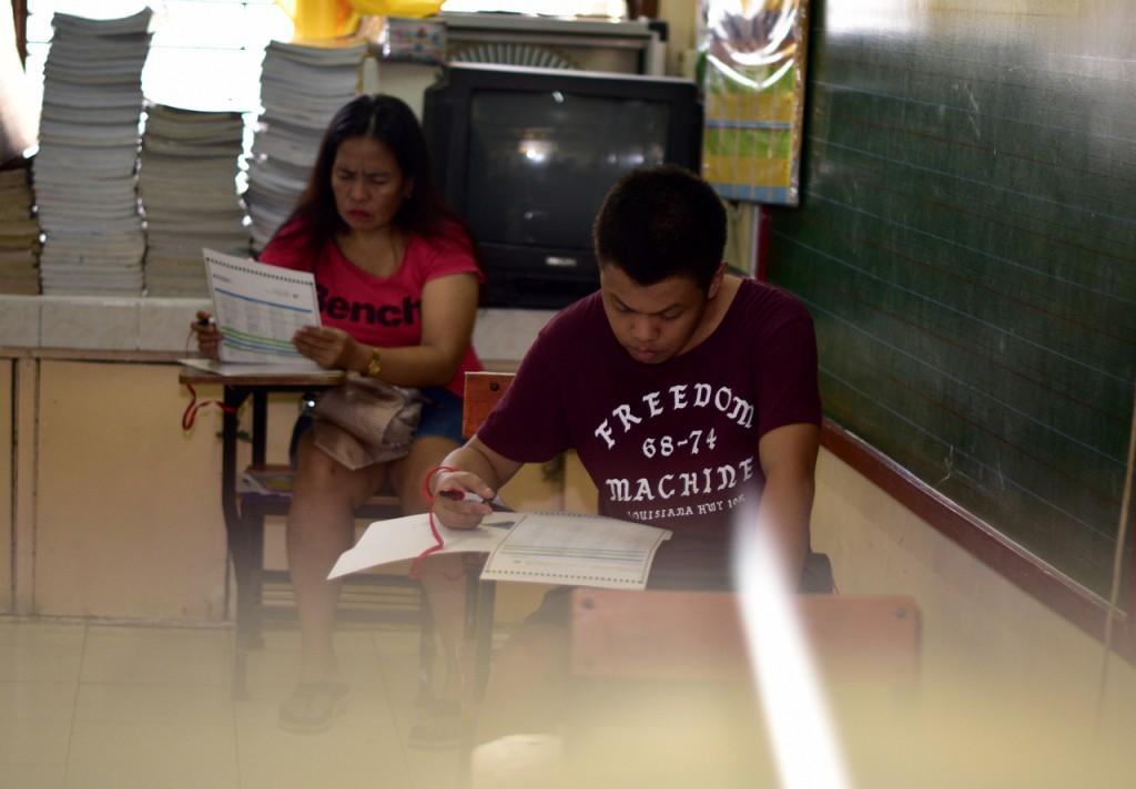 Voting at Santa Lucia school, San Juan, Manila. May 9 2016 (Photo: Simon Roughneen)
