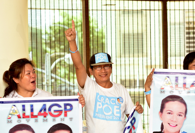 Supporters of Grace Poe await the senator's arrival at press conference in Manila in the final week of the election campaign (Photo: Simon Roughneen)