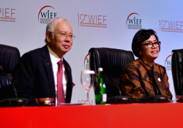 Malaysian Prime Minister Najib Razak, left, and Indonesian Finance Minister Sri Mulyani Indrawati at the World Islamic Economic Forum in Jakarta on Aug. 2. (Photo: Simon Roughneen)