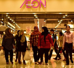 Shoppers walking around the recently opened Aeon mall in Phnom Penh, the rapidly-growing Cambodian capital (Photo: Simon Roughneen)