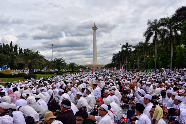 Hundreds of thousands of Islamist protestors gathered at the National Monument in Jakarta on Dec. 2 2016 to protest against the city's governor, who they accuse of blasphemy (Photo: Simon Roughneen)