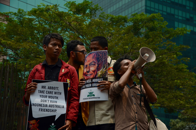 Indonesians protesting in Jakarta in Feb. 2015 against Australian government efforts to prevent the execution of  2 Australian citizens on drug trafficking charges (Photo: Simon Roughneen)