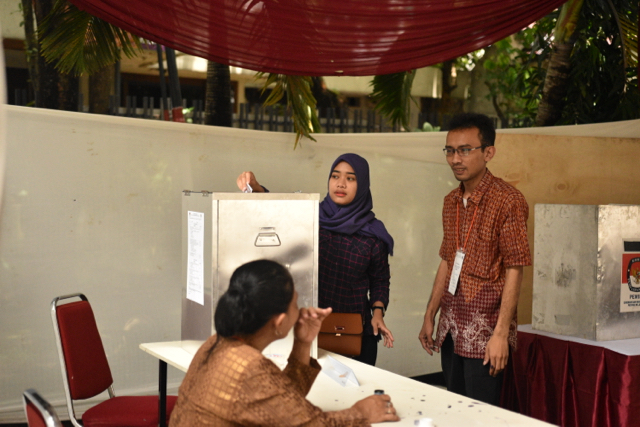 Woman voting at polling station in central Jakarta in the city's Feb. 15 gubernatorial elections (Photo: Simon Roughneen)