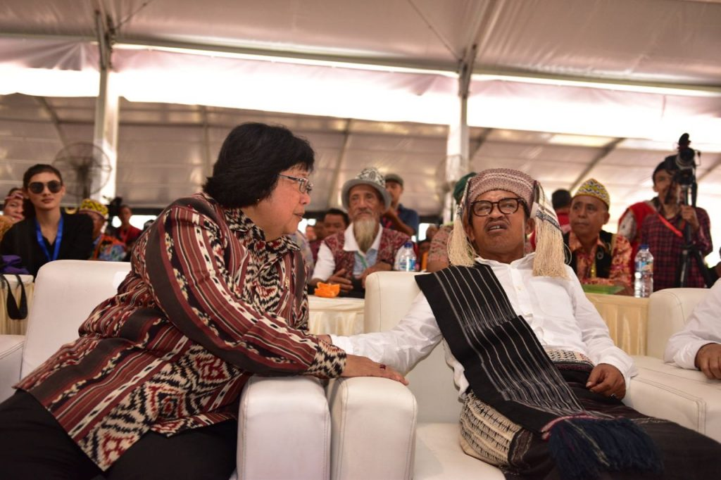 Indonesian forestry and environment minister Siti Nurbaya and Abdon Nabadan, the outgoing leader of AMAN, at Tanjung Gusto on March 17 2017 (Photo: Simon Roughneen)