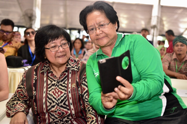 Indonesian forestry and environment minister Siti Nurbaya Bakar (right) poses with a delegate at the recent AMAN conference in Tanjung Gusto, north Sumatra (Photo: Simon Roughneen)