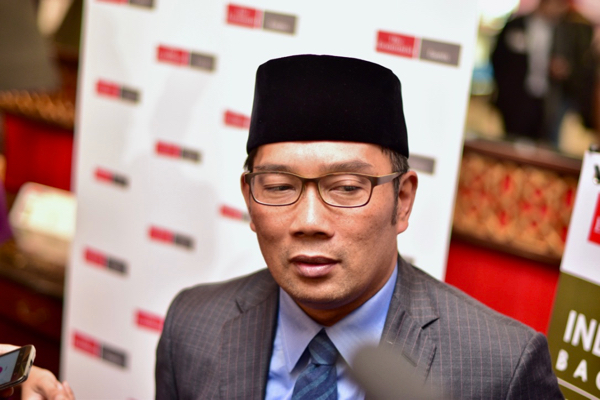Bandung mayor Ridwan Kamil speaking to reporters on the fringes of a conference staged by The Economist in Jakarta on April 20 2016 (Photo: Simon Roughneen)