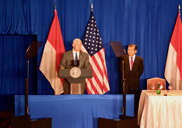 U.S. Vice President Mike Pence addresses American CEOs in Jakarta on April 21 2016, flanked by Indonesian counterpart Jusuf Kalla (Photo: Simon Roughneen)