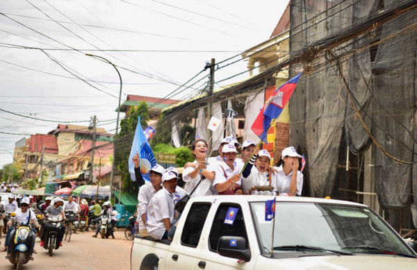 Supporters of the opposition Cambodian National Rescue Party in Siem Reap on May 25 (Photo: Simon Roughneen)