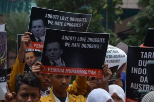 Indonesians protesting in Jakarta in Feb. 2015 against Australian government efforts to prevent the execution of 2 Australian citizens on drug trafficking charges (Simon Roughneen)