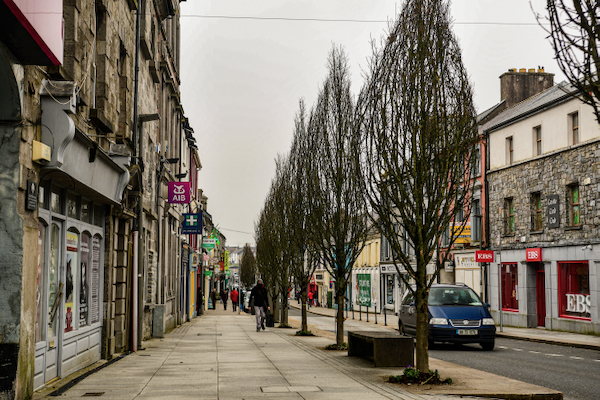 Empty main street in Castlebar, a west of Ireland town, in early March 2021 (Simon Roughneen)