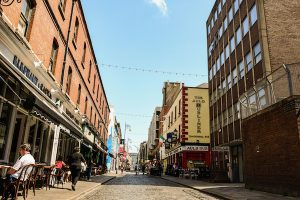 Outdoor dining in Dublin, the capital of Ireland, where the government has been reluctant to use antigen testing as part of its coronavirus measure (Simon Roughneen)