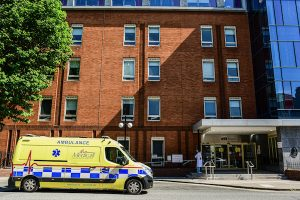 Outside a Dublin hospital (Simon Roighneen)